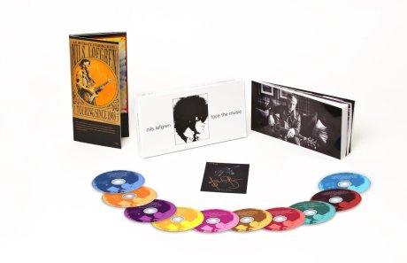 Die Box mit 9 CDs, 1 DVD, 136-Seiten Booklet, 169 Tracks